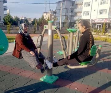 Öğrenciler Halkı Egzersiz Ve Spor Konusunda Bilinçlendiriyor