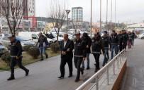 İNSAN KAÇAKÇILIĞI - Sahte Evraklarla İnsan Kaçakçılığı Yapan Çeteden 4'Ü Tutuklandı