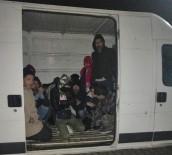 İNSAN KAÇAKÇILIĞI - Çanakkale'de Kamyonet Kasasında 49 Mülteci Yakalandı