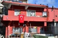 Askere Uğurlanırken Kazada Ölen Gencin Evine Türk Bayrağı Asıldı