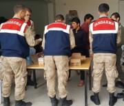KAMERUN - 'Dur' İhtarına Uymayan Minibüste 32 Göçmen Çıktı