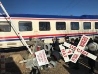 Hemzemin Geçitte Yolcu Treni Otomobile Çarptı, 2 Yaralı