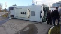 NECATI ÇELIK - İşçi Servisi İle Hafif Ticari Araç Çarpıştı Açıklaması 6 Yaralı