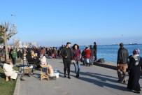 TAKSIM MEYDANı - İstanbul'da Bahar Havasını Fırsat Bilenler Parklara Ve Sahil Kenarlarına Akın Etti