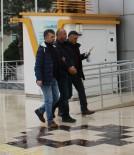 RUHSATSIZ SİLAH - Polisin Yakaladığı Şüphelinin Üzerinden Ruhsatsız Silah Çıktı