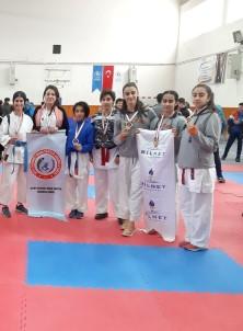 Bilnetli Sporcular Karatede Coştu