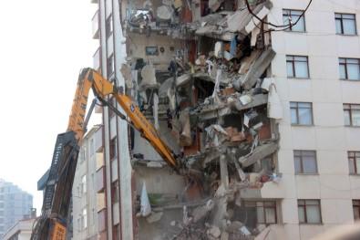 Kartal'da Çöken Binanın Yanındaki Yunus Apartmanı'nın Yıkımı Devam Ediyor