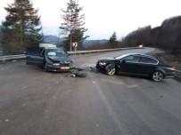 Kastamonu'da İki Otomobil Kafa Kafaya Çarpıştı
