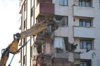 KADıOĞLU - Riskli Binanın Yıkımına Yeniden Başlandı