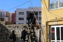 Rize'de Çatlamalar Nedeniyle Tahliye Edilen 8 Katlı Binada İnceleme Çalışmaları Başladı