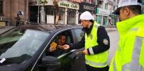 Trafik Ekipleri Sürücüleri Bilgilendirerek Broşür Dağıttı