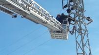 Çıktığı Elektrik Direğinde Akıma Kapılan İşçi Öldü