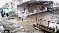 İNTERNET SİTESİ - Köpeğin Sürüklenerek Çöp Kamyonuna Atılması Kamerada
