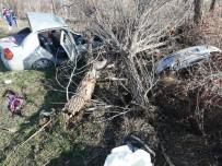 HITIT ÜNIVERSITESI - Sungurlu'da Trafik Kazası Açıklaması 2 Yaralı