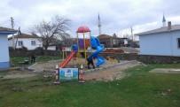 DAVUTLAR - Yunusemre'deki Çocuk Oyun Parkları Yenileniyor