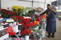 KIRMIZI GÜL - 14 Şubat'ta Artık Kadınlar Da Erkeklere Çiçek Alıyor