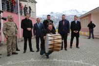 Bakan Selçuk'a Tunceli'de 'Çılgın Davulcu' Şovu