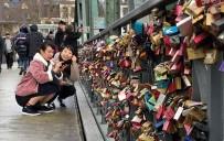 FRANKFURT - (Özel) Aşıklar Köprüyü Kilitledi