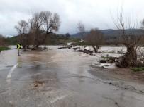 Aşırı Yağıştan Köprü Ulaşıma Kapandı