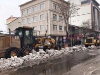Bingöl'ün Merkezinde 2 Bin Kamyon Kar Taşındı