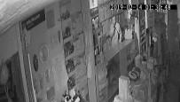 GÜVENLİK SİSTEMİ - Bir Gecede 3 Dükkan Soydu Kameraya 'Sus' İşareti Yaptı