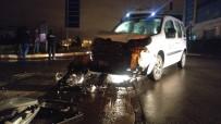 İşçi Servisi Hafif Ticari Araçla Çarpıştı Açıklaması 2 Yaralı