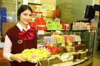 KURUYEMİŞ - Kadınların 'Hayır' Diyemediği İki Şey Açıklaması Çikolata Ve Çiçek Piyasayı Hareketlendirdi