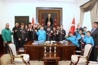 Vali'den Masa Tenisi Sporcularına Maç Talebi