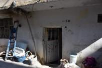 İNŞAAT FİRMASI - Yardıma Muhtaç Ailenin Evi Yeniledi