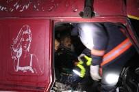 MURAT ÖZTÜRK - 13 Aracın Karıştığı Zincirleme Kazada, Sıkışan Kamyon Sürücüsü 3 Saat Sonunda Kurtarıldı