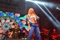 ALEYNA TİLKİ - Aleyna Tilki, Sevgililer Gününde Sahne Aldı