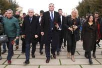 ANıTKABIR - Çankaya Belediye Başkanı Taşdelen'den Sevgililer Günü'nde Anıtkabir'e Ziyaret