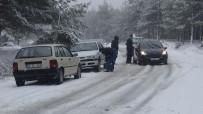 Kazdağları'nda Kar Yağışı Nedeniyle Araçlar İlerlemekte Güçlük Çekiyor