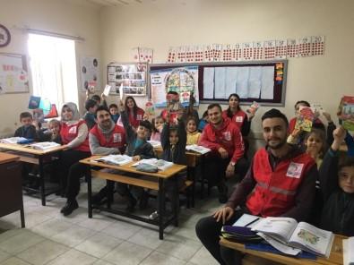 Kızılay Tarafından Okullarda '2018 Yılı Güvenli Yaşam Takvimi' Dağıtıldı