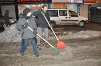 CENGIZ TOPEL - Alman Çift, Yüksekova'da Kar Çalışması Yaptı