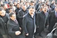 MUHAMMET FUAT TÜRKMAN - Bakan Kurum, Yüksekova'da Esnaf Ziyareti Yaptı