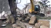 Kapadokya'daki Yapıların Yıkılması