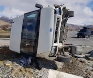 Minibüs İle Otomobil Çarpıştı Açıklaması 7 Yaralı