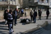 AŞIK VEYSEL - Otomobil İle Motosiklet Çarpıştı