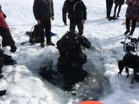 20 DAKİKA - Buzu Kesip Çıldır Gölü'ne Daldılar
