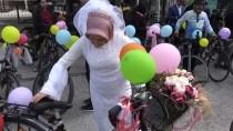 BALıKLıGÖL - Evlenen Çift Süsledikleri Bisikletlerle Kent Turu Attı