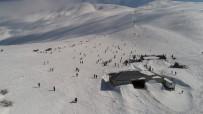 KAYAK MERKEZİ - Göl Manzaralı Kayak Merkezinde Hafta Sonu Yoğunluğu