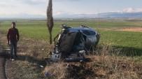 ALTINŞEHİR - Hurdaya Dönen Otomobilden Burnu Bile Kanamadan Çıktı