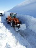 Sason'da Kar Yağışı Nedeni İle Kapanan Grup Köy Yolları Ulaşıma Açıldı