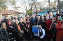 Cumhurbaşkanı Erdoğan Türk Bayraklı Halıya İlmek Attı