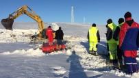 Donan Baraja Gömülen Araç, 10 Saatlik Çalışmayla Kurtarıldı