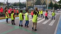 BİLGİ EVLERİ - İzmit'in Çocuklar Bu Sokakta Oynuyor