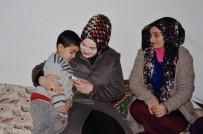 SOSYAL YARDıMLAŞMA VE DAYANıŞMA VAKFı - Kaymakam Uzan'ın Eşinden Dar Gelirli Ailelere Ziyaret