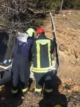 PıNARLAR - Ağaca Çarpan Otomobil Sürücüsü Araçta Sıkıştı