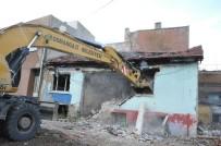 Bursa'da Bir Yılda 441 Metruk Bina Yıkıldı